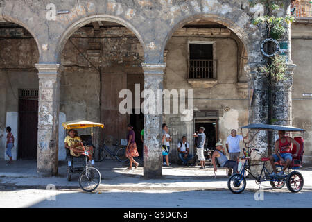 Typical street scene in Old Havana, Havana Vieja, Cuba - Stock Photo