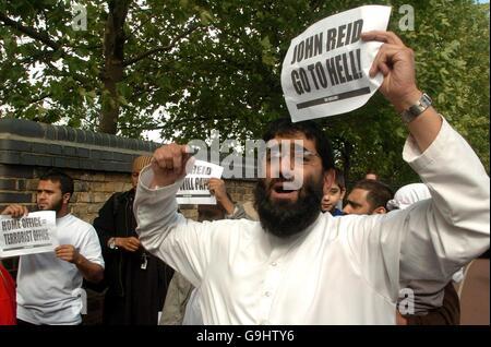 John Reid speech to Muslim audience - Stock Photo