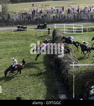 Horse Racing - The John Smith's Grand National Meeting - Aintree - Stock Photo