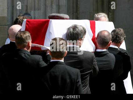 Alan Ball's funeral - Stock Photo