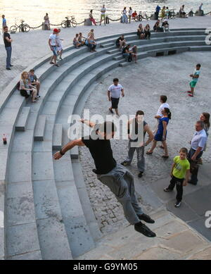 Moscow, Russia. 1st July, 2016. Traceurs of the Moscow Academy of Parkour during a training session on Pushkinskaya - Stock Photo