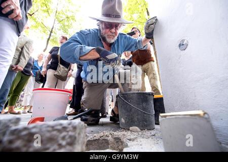 German artist Gunter Demnig places 'Stolpersteine' (stumbling stones) in memory of Amalie and Joseph Schuster, who - Stock Photo