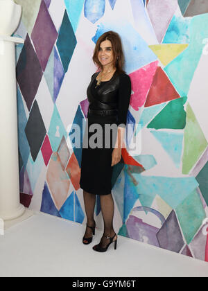 Paris, France. 4th July, 2016. Carine Roitfeld attends the presentation of Schiaparelli fall/winter 2016/2017 collection during the Paris Haute Couture fashion week, in Paris, France, 4 July 2016. Paris Haute Couture fashion shows run until July 06, 2016. Photo: Hendrik Ballhausen/dpa/Alamy Live News