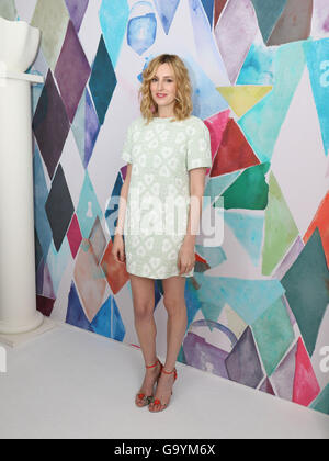 Paris, France. 4th July, 2016. A celebrity attends the presentation of Schiaparelli fall/winter 2016/2017 collection during the Paris Haute Couture fashion week, in Paris, France, 4 July 2016. Paris Haute Couture fashion shows run until July 06, 2016. Photo: Hendrik Ballhausen/dpa/Alamy Live News