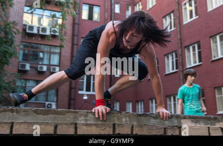 Moscow, Russia. 1st July, 2016. A traceuse of the Moscow Academy of Parkour during a training session. Parkour is - Stock Photo