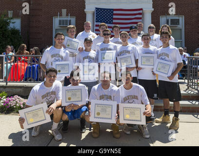 Wantagh, New York, USA. 4th July, 2016. The Wantagh High School Baseball team received certificates issued by Nassaun - Stock Photo