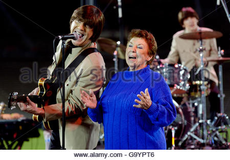 Pasadena, California, USA. 4th July, 2016. The sister of the Beatle George Harrison, Louis Harrison performs with - Stock Photo