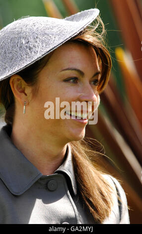Horse Racing - Property Ladies Day - Sandown Park Racecourse - Stock Photo