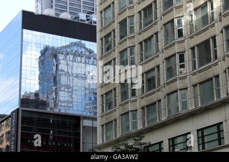 Buildings in downtown Chicago. - Stock Photo