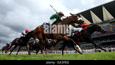 Horse Racing - The Royal Ascot Meeting 2007 - Day Four - Ascot Racecourse - Stock Photo
