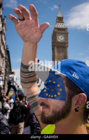 Thousands of British voters march through London to protest against the referendum decision to leave the EU (Brexit) - Stock Photo