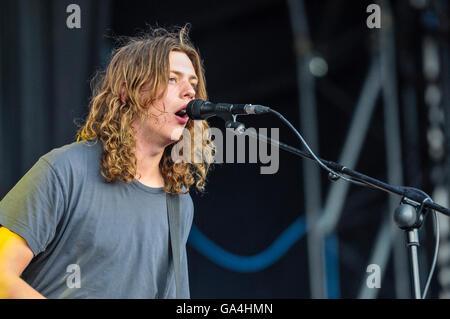 BELFAST, NORTHERN IRELAND. 25 JUN 2016 - Lead singer Matthew 'Mattie' Vant from the British indie rock band Vant# - Stock Photo