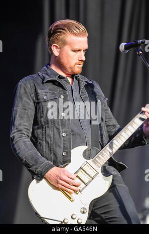 BELFAST, NORTHERN IRELAND. 25 JUN 2016 - Lead guitarist Mark Trotter from the Cambridge based alternative rock band - Stock Photo