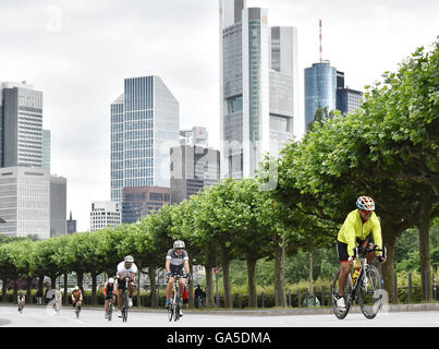 Frankfurt, Germany. 03rd July, 2016. Participants in the cycle leg of the Ironman event in Frankfurt, Germany, 03 - Stock Photo