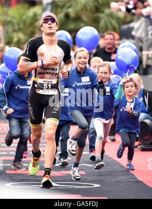 Frankfurt, Germany. 03rd July, 2016. Winner Sebastian Kienle (Germany) during the run at the finish line of the - Stock Photo