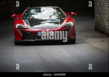 https://l450v.alamy.com/450v/ga60mk/a-mclaren-650s-can-am-drives-past-the-flint-wall-during-the-super-ga60mk.jpg