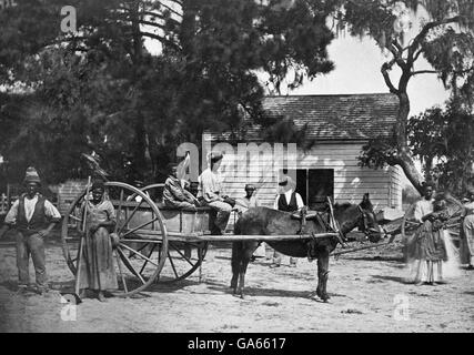 Slavery, USA. American slaves at the Cassina Point plantation of James Hopkinson on Edisto Island, South Carolina. - Stock Photo