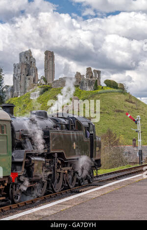 Locomotive arrived at Corfe station - Stock Photo