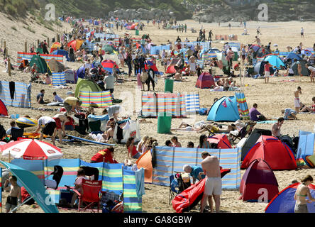 Warm weather in Newquay - Stock Photo