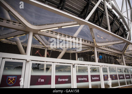 London, UK. 4th August, 2016. A detail of the side of the London Stadium on the occasion of West Ham United's inaugural - Stock Photo