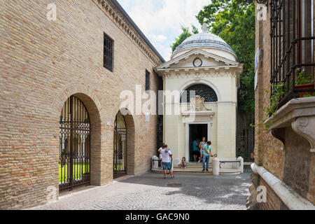Ravenna,Italy-august 21,2015:people visit the Dante's tomb in Ravenna during a sunny day. - Stock Photo