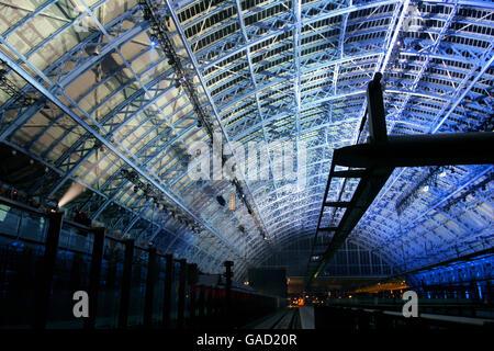 Queen officially opens St Pancras International - Stock Photo