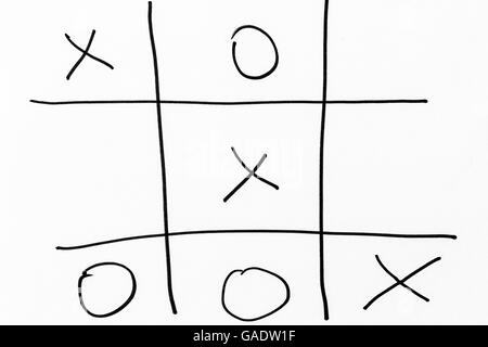 how to play tic tac toe hand game