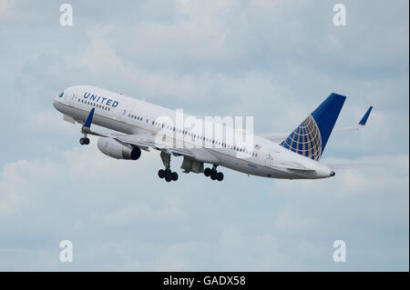 A United Airlines Boeing 757 takes off from Manchester International Airport (Editorial use only) - Stock Photo