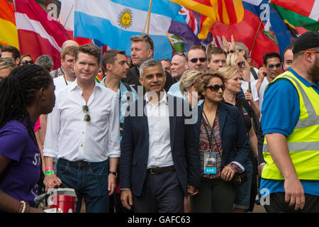 US Ambassador, Sadiq Khan (mayor of London) and his wife at Pride in London 2016 - Stock Photo