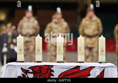 Returning soldiers parade through city - Stock Photo
