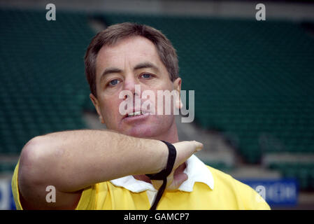 Rugby Union, Referee Signals. High Tackle (foul play)