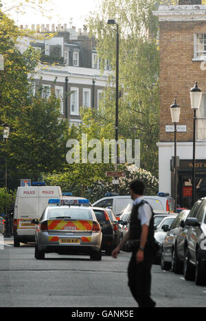 Armed police shot at in Chelsea - Stock Photo