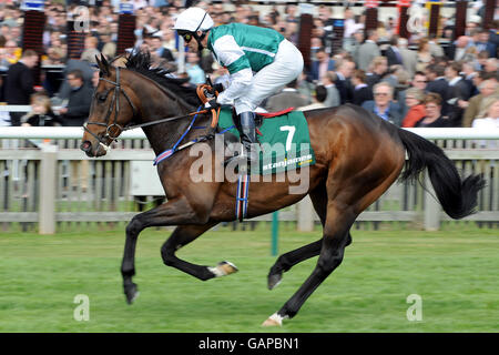Horse Racing - StanJamesUK Guineas Festival - Day One - Newmarket Racecourse - Stock Photo