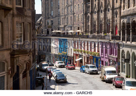 Victoria Street in the city centre of Edinburgh, Scotland. - Stock Photo