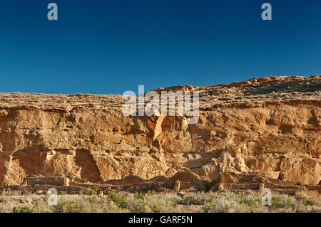 Chetro Ketl, Anasazi Indian ruins, North Mesa cliffs behind, Chaco Culture National Historical Park, New Mexico, - Stock Photo
