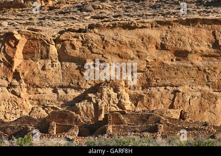 Chetro Ketl, Anasazi Indian ruins, North Mesa cliffs behind, Chaco Culture National Historical Park, New Mexico, - Stock Photo