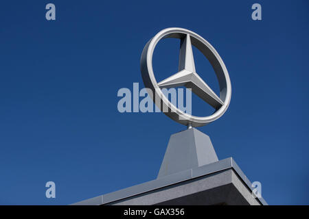 Ottawa, Ontario, Canada. 5th July, 2016. The Mercedes-Benz dealership in Ottawa, Ont., on July 5, 2016. © Lars Hagberg/ZUMA Wire/Alamy Live News