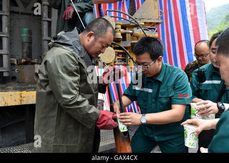 Qinshui, China's Shanxi Province. 6th July, 2016. Rescuers prepare to transport food to trapped miners at a flooded - Stock Photo