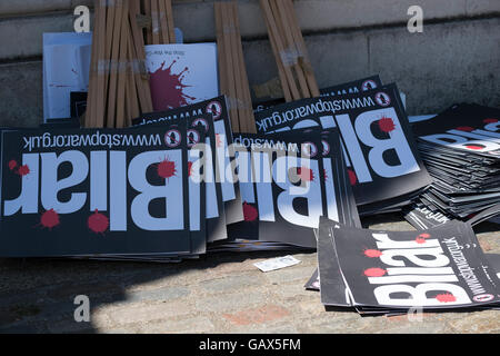 London, UK. 6th July, 2016. Protesters gather outside Queen Elizabeth II Conference Centre waiting for the publication - Stock Photo