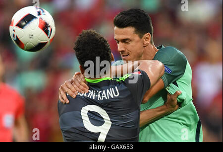 Lyon, France. 06th July, 2016. Jose Fonte (R) of Portugal and Hal Robson-Kanu of Wales vie for the ball during the - Stock Photo