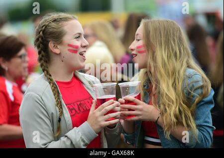Aberystwyth Wales UK, Wednesday 06 July 2016  Hundred of avid Wales soccer fans gather at the 6m wide screen in - Stock Photo