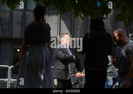 London, UK. 06th July, 2016. Alex Salmond looked as if he was going to take things into his own hands today as he - Stock Photo