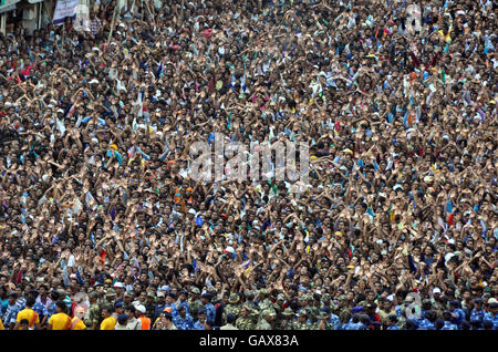 Puri. 6th July, 2016. Thousands of Hindu devotees gather to celebrate the Rath Yatra festival in Puri, eastern Indian - Stock Photo