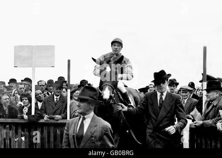 Horse Racing - Newmarket - 2000 Guineas - Stock Photo