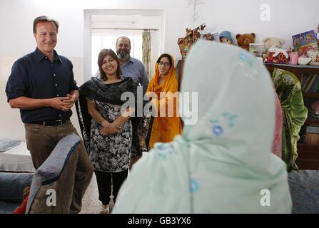 Cameron visits Pakistan - Stock Photo