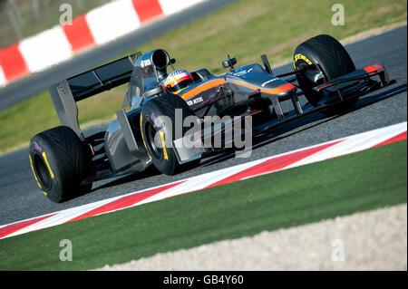 Narain Karthikeyan, India, in his HRT F1 Team-Cosworth F111 race car, motor sports, Formula 1 testing on the Circuit - Stock Photo