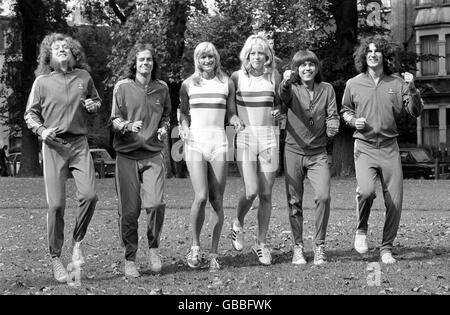 Music - Slade Tune-up with Girl Athletes - 1974 - Stock Photo