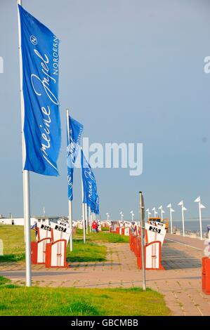 Seepromenade, Strandpromenade, Strandkoerbe, Sommer, Seebad, Norderney, Nordsee, Ostfriesland, Deutschland - Stock Photo