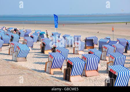 Sommer, Urlaub, Strand, Nordsee, Strandkoerbe, Ostfriesland, Wattenmeer, Norderney, Seebad, Niedersachsen, Deutschland - Stock Photo