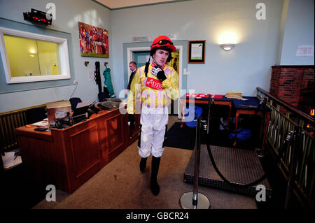 Horse Racing - totesport Masters - Comedy at the Races - Sandown Park - Stock Photo